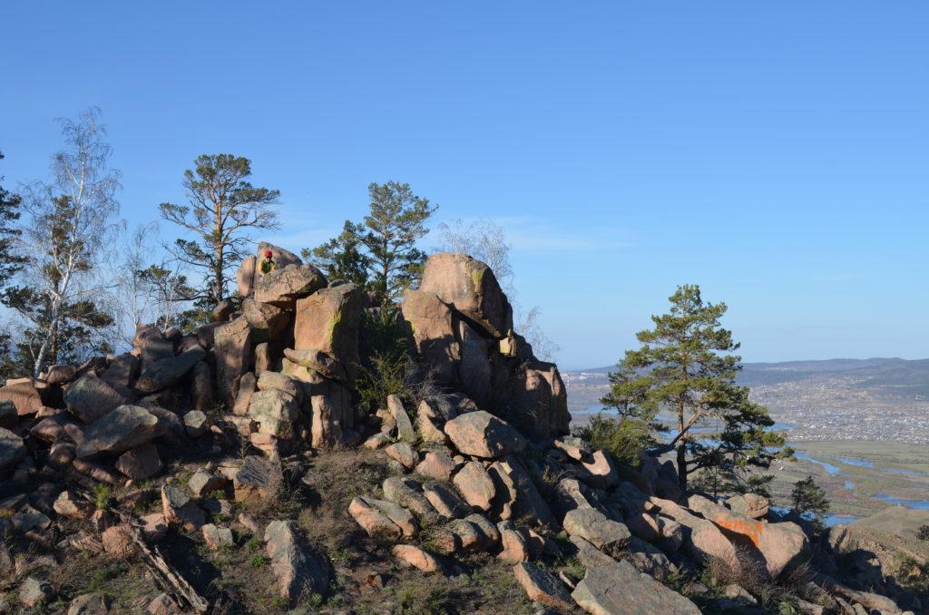 Скалы на вершине шаманских гор