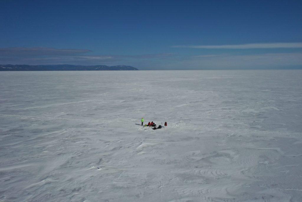 Обед на льду Байкала. До Листвянки 12 км.