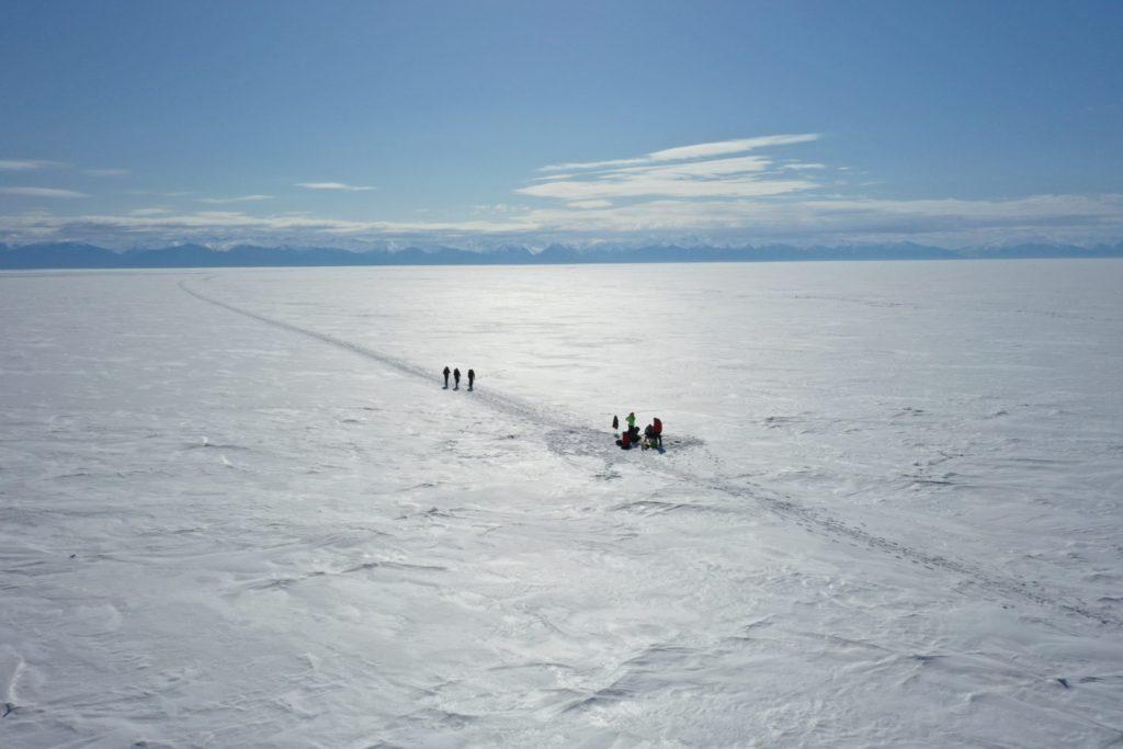 Переход Танхой-Листвянка по льду Байкала. (март 2020 г.)